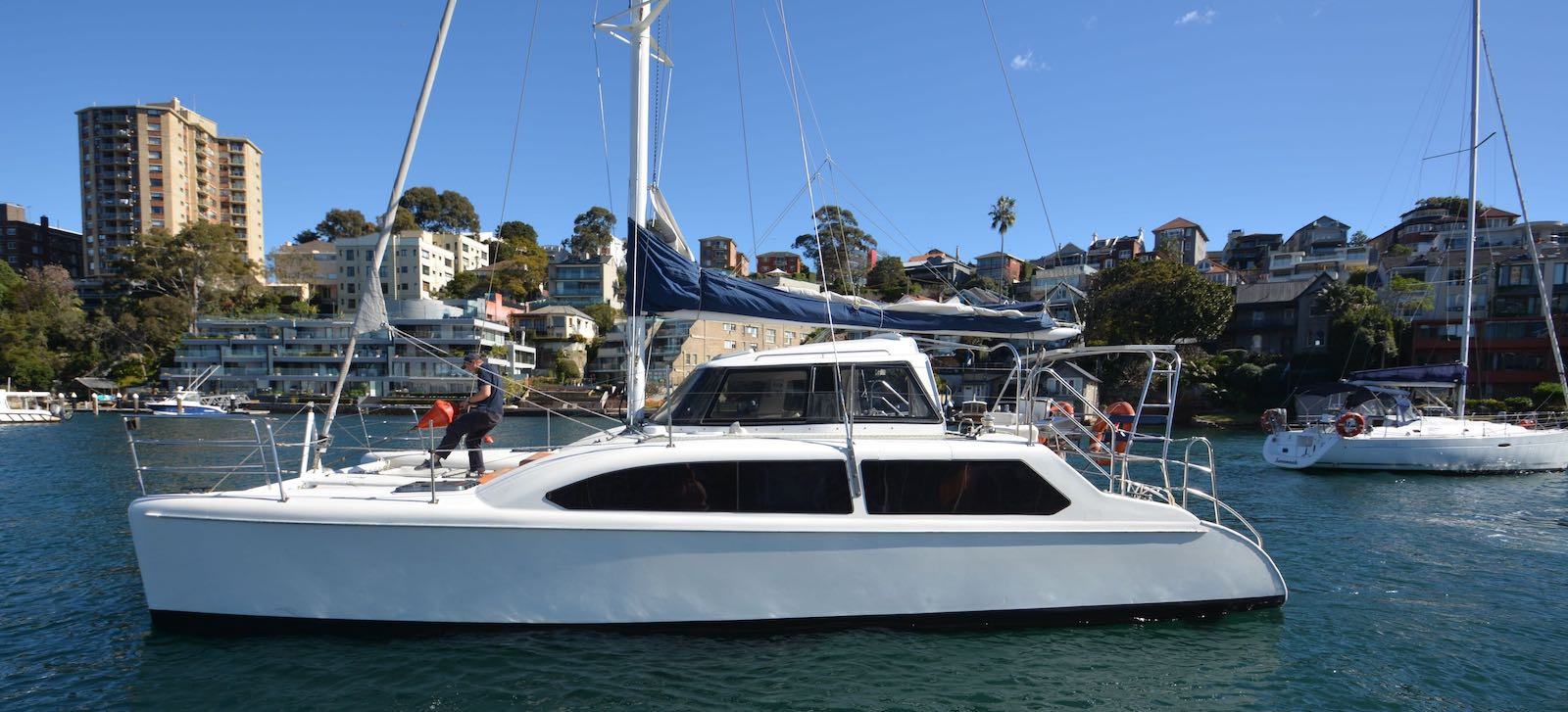 Side profile view of Skippered yacht charter on Seawind 1000